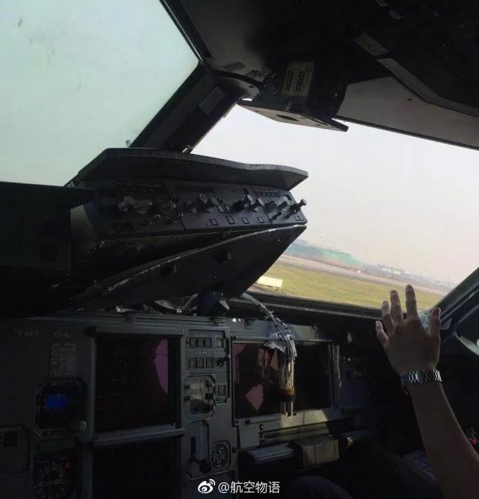 昨天上午,川航机组完成一次史诗级壮举