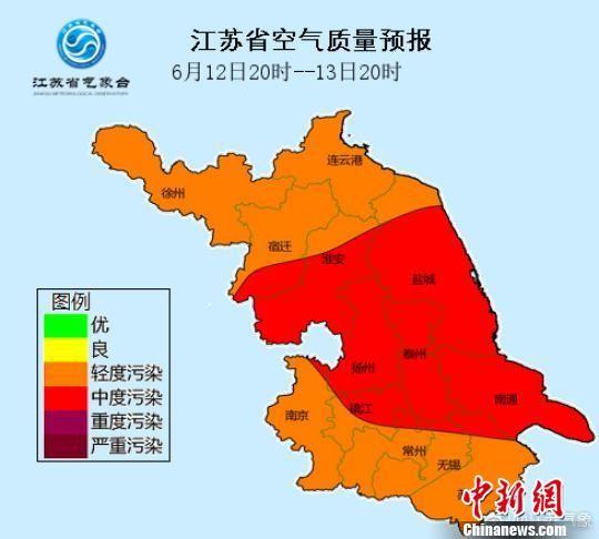 图为江苏空气质量预报图,多地轻度至中度污染。 杨颜慈 摄