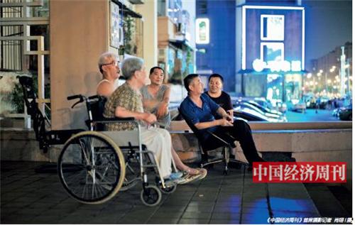 p47 《城企联动普惠养老专项行动实施方案》中提出,中央预算内投资按每张养老床位2 万元的标准补助。图片与此文件无关。 《中国经济周刊》首席摄影记者 肖翊I 摄