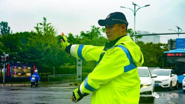 梅雨季来临,雨天安全行车要注意!