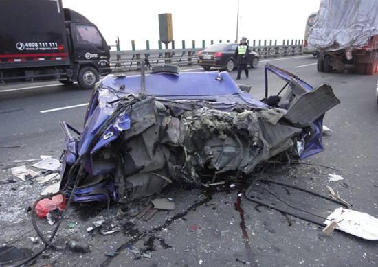 杭州绕城高速车祸丨幸存者生死瞬间 我自己爬了出来